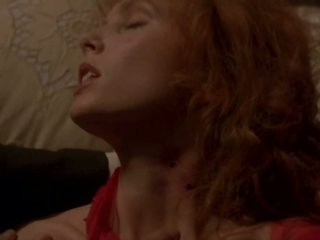 Mesmerizing Redhead Sadie Frost Masturbating In a Hot 'Dracula' Scene