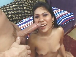 Blazing Kyanna Lee gets her face splattered with cum